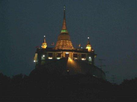 Золотая гора и храм Ват Пакет